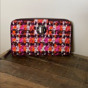 Nwot Vera Bradley clutch turnlock clutch wallet.